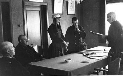 Huwelijksvoltrekking, Marken, 1943