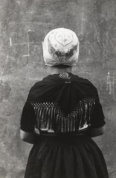 Meisje in Urker dracht, 1943