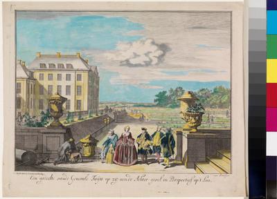 Gezicht vanuit de tuin op de achtergevel van Paleis Het Loo met op de voorgrond verschillende figuren. Prenten van Het Loo en de tuinen waren populair. Vanaf het einde van de zeventiende eeuw tot ver in de negentiende eeuw verschenen regelmatig prentreeksen, waarop verschillende aanzichten van het huis en de mooiste plekjes in tuin en park waren te zien. De populariteit van dergelijke prentreeksen is goed te volgen aan de hand van een serie etsen, omstreeks 1697 uitgegeven door Justus Danckerts (1635-1701), die daarop het privilege bezat. De serie bestaat uit tien grote prenten (ca. 30 x 38 cm) en toont naast het achteraanzicht van het huis en het Oude Loo diverse plekken in de tuin: de cascades, de fonteinen, de benedentuin en de grote vijver. De voorstellingen zijn verlevendigd met tal van figuurtjes, kinderen en honden, die zich verpozen in de fraai aangelegde lusthof. In het begin van de achttiende eeuw zijn de koperplaten verkocht aan de Amsterdamse uitgever Johannes van Keulen, die een ongewijzigde herdruk, maar voorzien van zijn eigen adres op de markt bracht. Rond het midden van de achttiende eeuw was er kennelijk nog zoveel vraag naar prenten van Het Loo, dat de serie door de firma Van Keulen nogmaals is uitgegeven. Ditmaal werden de figuurtjes echter aangepast aan de mode van hoepelrok en staartpruik. Zo is het anonieme gezelschap op het terras aan de achterzijde van het paleis vervangen door een herkenbare prins Willem IV, zijn vrouw Anna van Hannover en de kinderen Willem V en Carolina met hun verzorgster. De modernisering trof echter alleen de hoofdpersonen; de anderen, zoals de knielende knecht links, zijn nog hun oude zeventiende-eeuwse zelf. Kort na de oorspronkelijke uitgave, vermoedelijk na het overlijden van Justus Danckerts in 1701, verscheen ook een verkleinde serie van deze gezichten (ca. 14 x 17 cm), uitgegeven door Justus' zoon Cornelis (II) Danckerts (1664-1717) en uitgebreid met zes extra platen. Ook van deze kleine serie verscheen later in