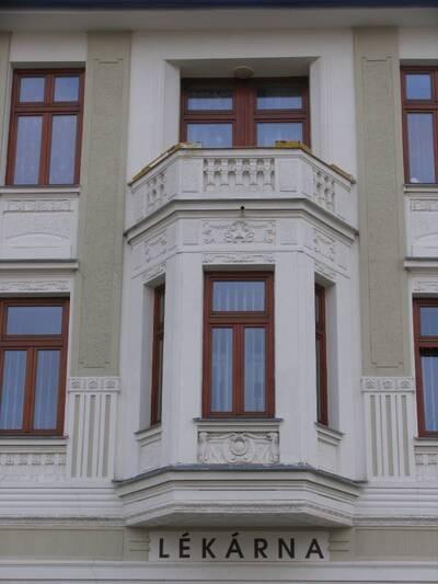 Bílovec č.p. 13, Slezské náměstí 38, městský dům č.p. 13. Pohled od Z, arkýř.