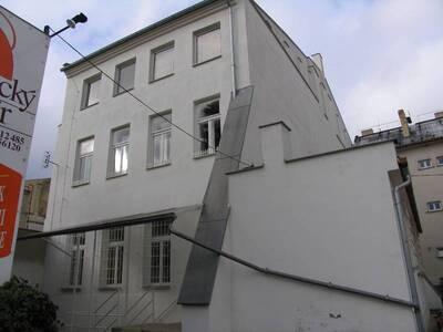 Bílovec č.p. 13, Slezské náměstí 38, městský dům č.p. 13. Pohled od V, zadní strana domu.