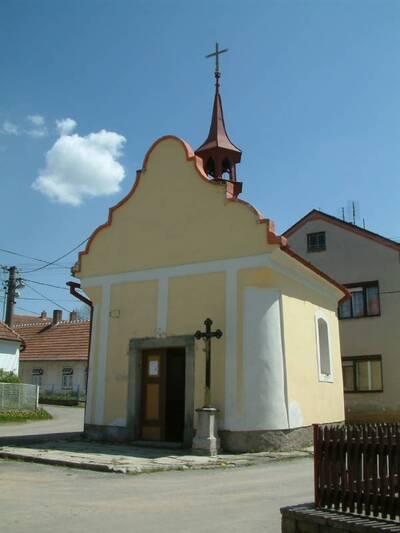 Sedlatice - kaple Panny Marie - celkový pohled od Z