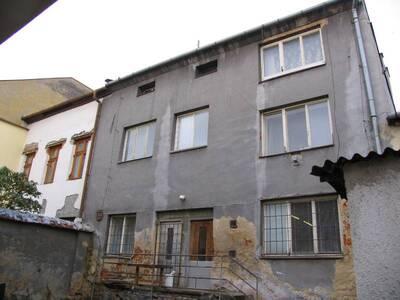 Bílovec č.p. 18, Slezské náměstí 34, městský dům č.p. 18. Pohled od V, zadní strana domu.