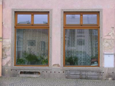 Bílovec č.p. 17, Slezské náměstí 35, městský dům č.p. 17. Pohled od Z, výkladce v 1. NP.