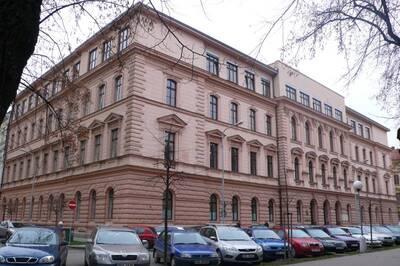 Brno, okres Brno-město, gymnázium č.p. 1829, Kudelova č.o. 1, Bartošova č.o. 2, třída Kapitána Jaroše č.o. 14, pohled na uliční ...
