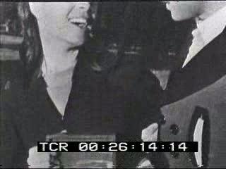 Il servizio è totalmente costruito con fotografie e titoli di quotidiani relativi al tentato suicidio di Maria Beatrice di Savoia; forse non estranea all'episodio la sua relazione con il torero Vittoriano Valencia