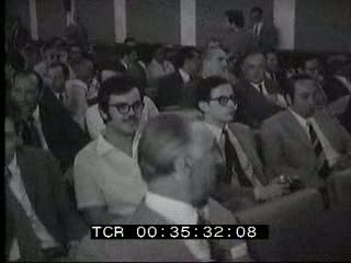 Il Partito socialista dopo la scissione elegge segretario e vice segretario rispettivamente Francesco De Martino e Giacomo Mancini. Consiglio nazionale della Democrazia cristiana: si riconferma la linea politica che suggerisce l'alleanza di governo con i socialisti.