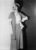 Modella che indossa una creazione della sartoria Mozati