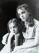 Le sorelle Soavina e Serenella Davanzo bambine