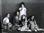 La signora Andreina Davanzo con le sue figlie Soavina, Serenella e Orietta