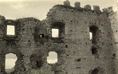 Interno in rovina del castello di Campobasso.