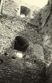 Particolare del castello di Campobasso in rovina.
