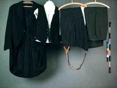 Jas, vest en twee broeken van jacquet