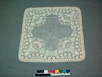 Zakdoek van wit linnen batist