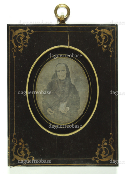 Portrait of a woman with a daguerreotype in her hand