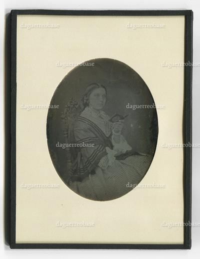 [Porträt einer unbekannten Frau mit Daguerreotypie-Etui]