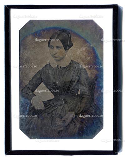 [Porträt einer Frau mit Buch]