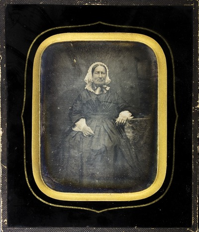 Daguerrotypi fra Gimle Gård- ukjent eldre kvinne. Muligens moren til Christian Ditlef Adolph Arenfeldt, hun het Petronelle Frederikke Holm (1798-1859). Hun bodde og døde på Gimle gård.