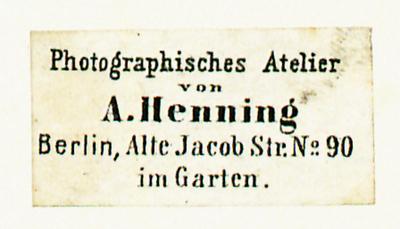 Dost/Stenger können Henning nur für das Jahr 1854 nachweisen, siehe Wilhelm Dost (unter Mitarbeit von Erich Stenger), Die Daguerreotypie in Berlin 1839-1860, Berlin 1922, S. 107