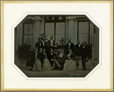 Beaulieu, la famille Eynard et des amis sur la terrasse du domaine