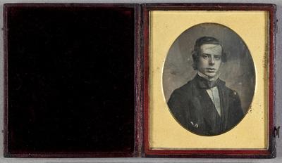 Portrait of a young man. Muotokuvassa nuori mieshenkilö.