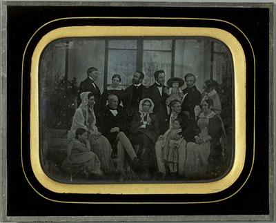 Portrait de groupe sur la terrasse de de la villa de Beaulieu