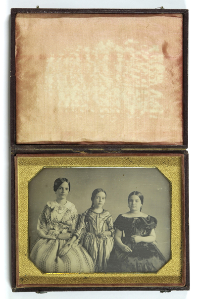Portrait of trhee girls
