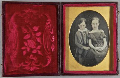 Vgl. mit 1951/4i. Zum Nachlass der Familie Avé Lattement sind weitere Daguerreotypie vorhanden. Vgl. 1951/4a bis /4l.