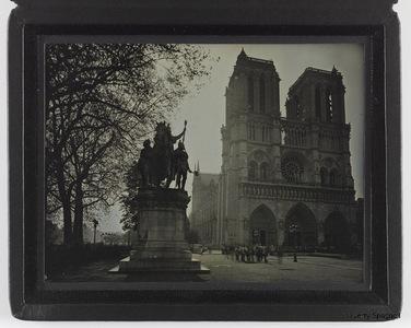 La cathédrale Notre Dame de Paris et la statue de Charlemagne,4ème arrondissement, Paris