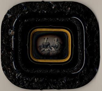 Dimensions (tout): 11 x 12,8 cm 19 x 21 cm (avec cadre)