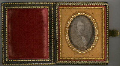 The daguerreotype  is in a relatively good condition of conservation. There are signs of oxidation and a mirror effect