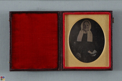 Conservation done. Horizontal polishin lines. Same daguerreotypist as ING_FP_6038