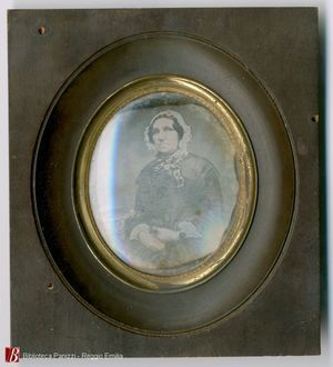 Large tarnish areas o top and bottom of the plate. Round hook on the back of the frame. Collection Andrea Mandarino