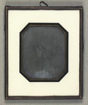Gruppeportræt af J. P. E. Hartmann med familie