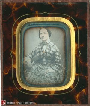 Overall tinting. Missing hanging hook. Italian or french daguerreotype.