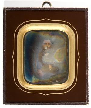 Portrett av ukjent mann med briller og skjegg.  Portrait of unknown man with glasses and beard.