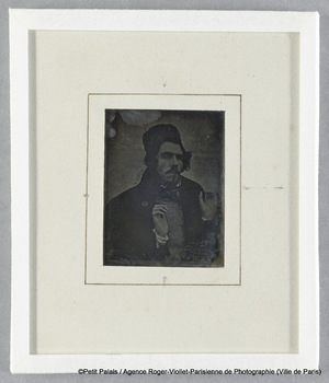 Eugène Delacroix tenant un écheveau de laine. Vers 1842