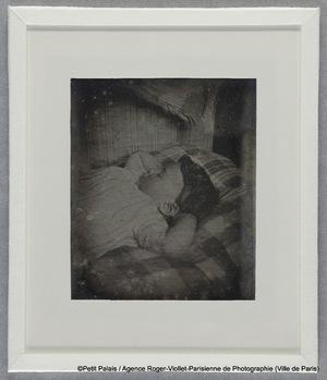 Thérèse Riesener dormant, les mains sous la tête
