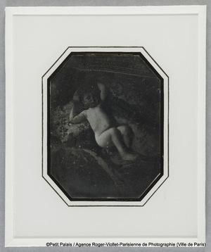 Thérèse Riesener, enfant, sur une couverture
