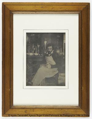 Portrait du daguerréotypiste Marie-Charles-Isidore Choiselat (Paris 1815-Paris 1858) dans son laboratoire