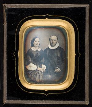 Daguerrotypi av ukjent par, mannen er prest.