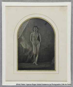 Jeune fille nue debout. Daguerréotype