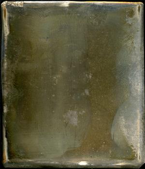 Daguerreotypiet var plassert i plateboksen til daguerreotypikameraet (NTM 6780) som ble kjøpt av Universitetet i Christiania i 1843. Gjenstanden er ikke montert. Motivet er nesten forsvunnet./ The daguerreotype was placed in the plate box to the camera (NTM 6780) bought by the University in Christiania (Oslo) in 1843. The object has no housing. The motif is almost disappeared.