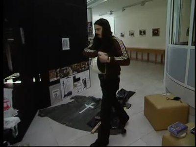 Aktionskünstler Jonathan Meese - Performance in Mönchengladbach