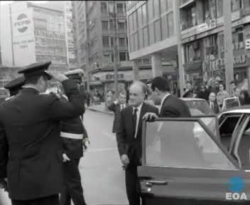 Προσφορά δώρων από τον Πρωθυπουργό Αδαμάντιο Ανδρουτσόπουλο στους άνδρες της Τροχαίας Κινήσεως στην Αθήνα