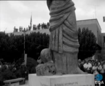 Αποκαλυπτήρια αγάλματος του Αισχύλου στην Ελευσίνα από τον Πρόεδρο της Δημοκρατίας Κωνσταντίνο Τσάτσο.
