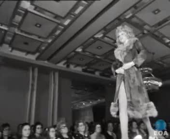 Επίδειξη γυναικείας μόδας του Γιάννη Βούρου στο ξενοδοχείο «Χίλτον».