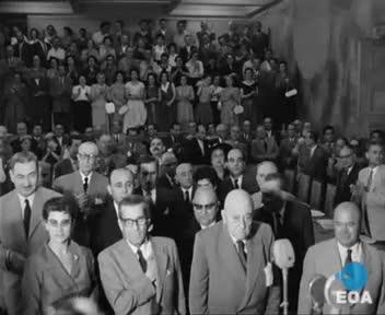 Τελετή αναγόρευσης του Αρχιεπισκόπου Κύπρου Μακαρίου Γ' σε επίτιμο δημότη Αθηναίων στο Δημαρχείο της Αθήνας
