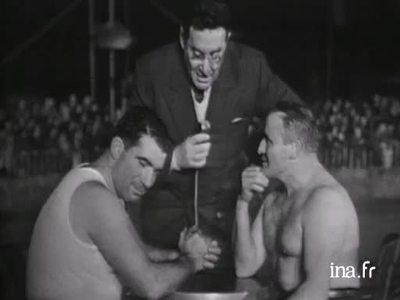 Argument during the arm wrestling event on Intervilles
