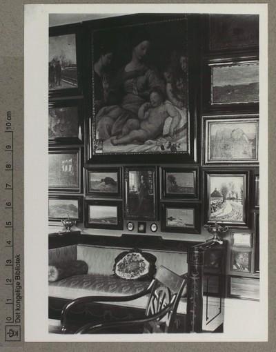 Anker Heegaards Gade, Møblement og væg med malerier